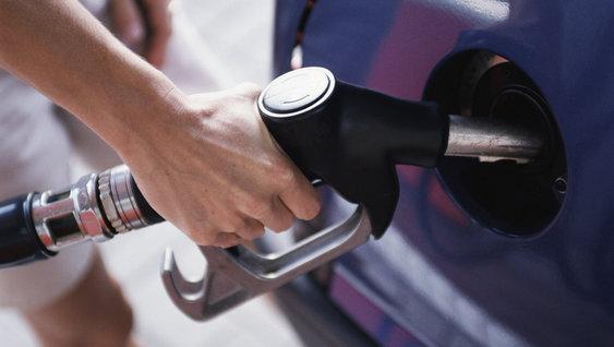 Volvo trucks managing fuel advice filling gas