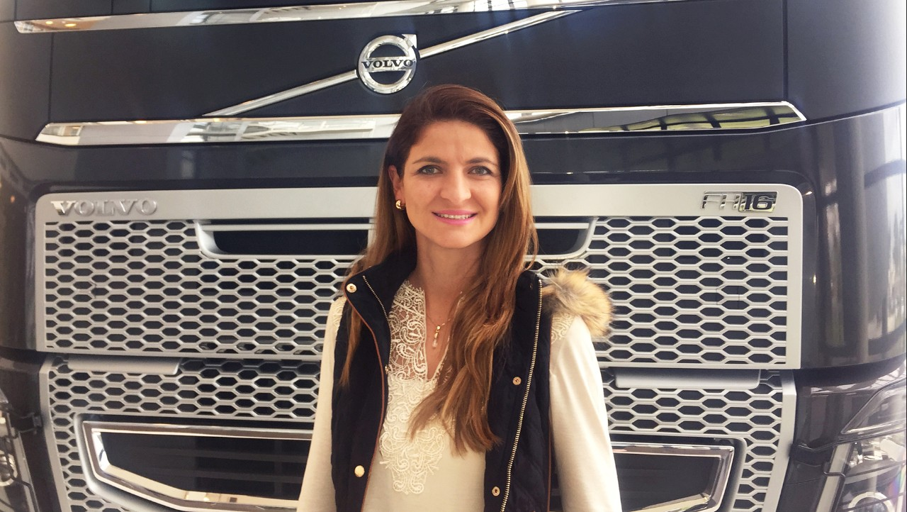 Woman standing in front of Volvo FH